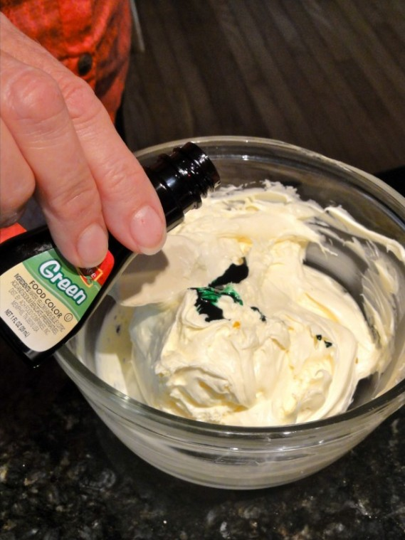 Grinch cupcake step 2.1